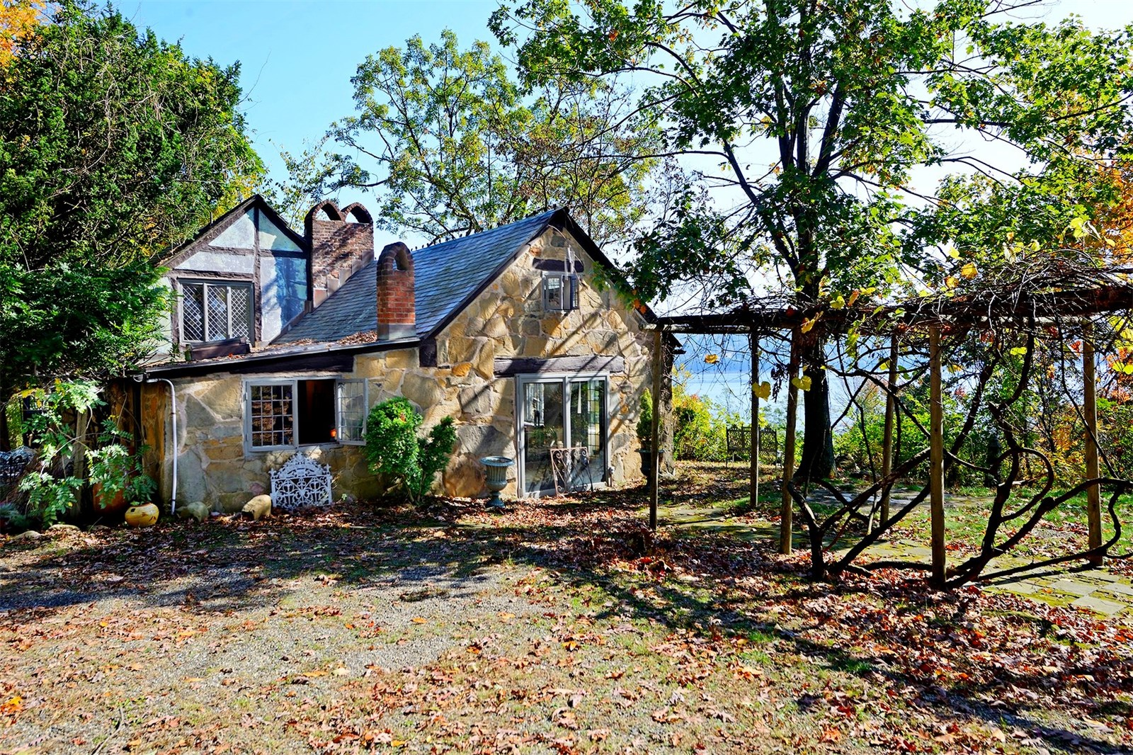 55 Woods Road, Snedens Landing, Palisades NY, House in the Woods, Orson Welles, John Steinbeck