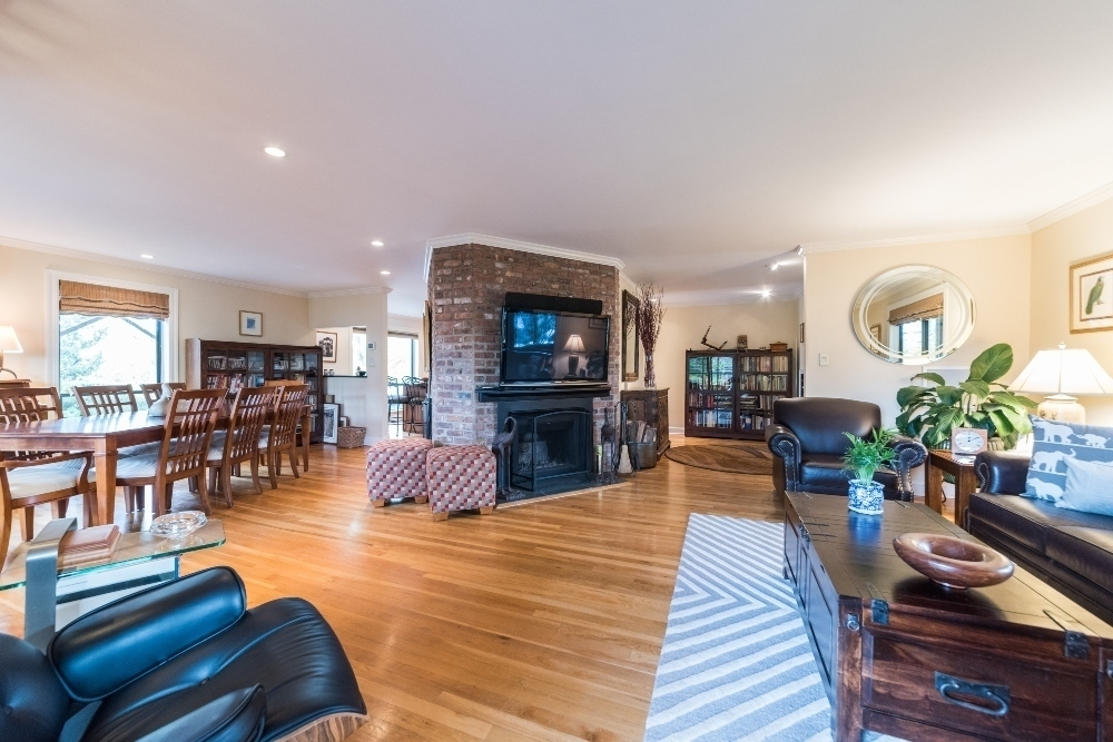 33 Tier Street, living room, fireplace