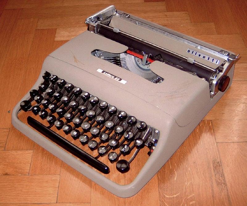 Lettera 22 typwriter