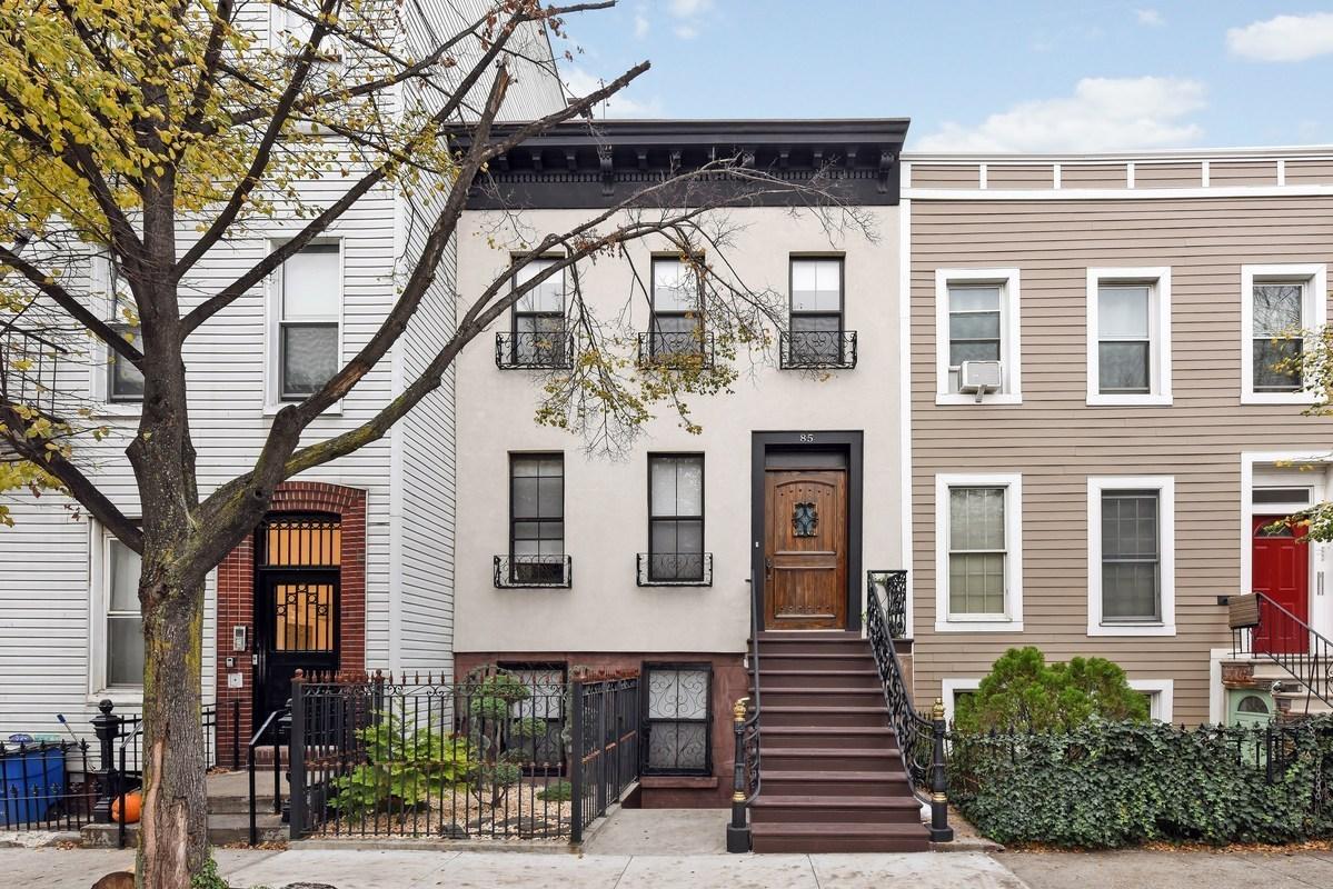 85 Hall Street, facade, townhouse, brooklyn