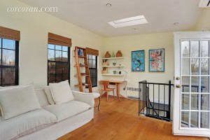 118 St. Marks Place, living room, park slope, duplex rental
