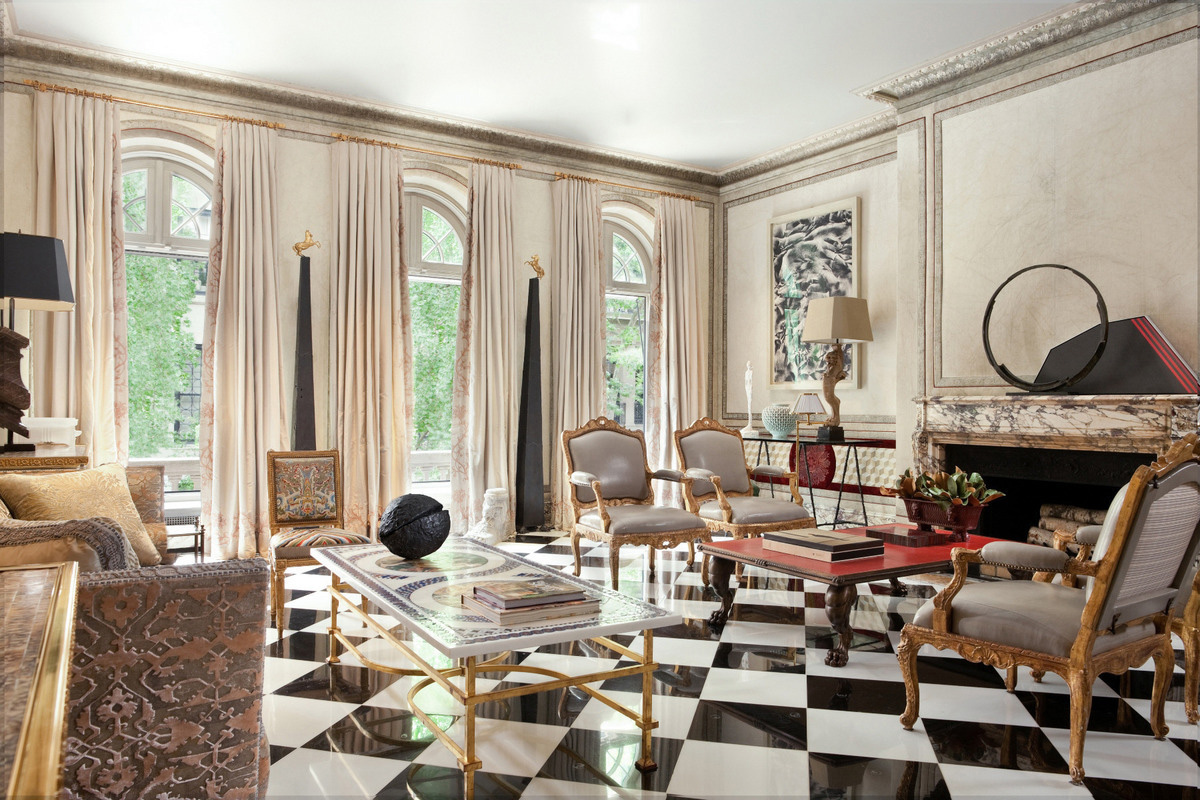 Opulent ues townhouse of designer juan pablo molyneux for Nyc interiors