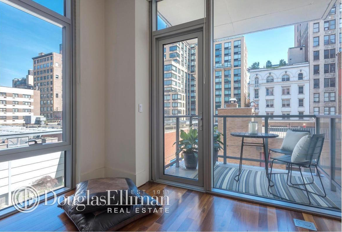 165 west 18th street balcony