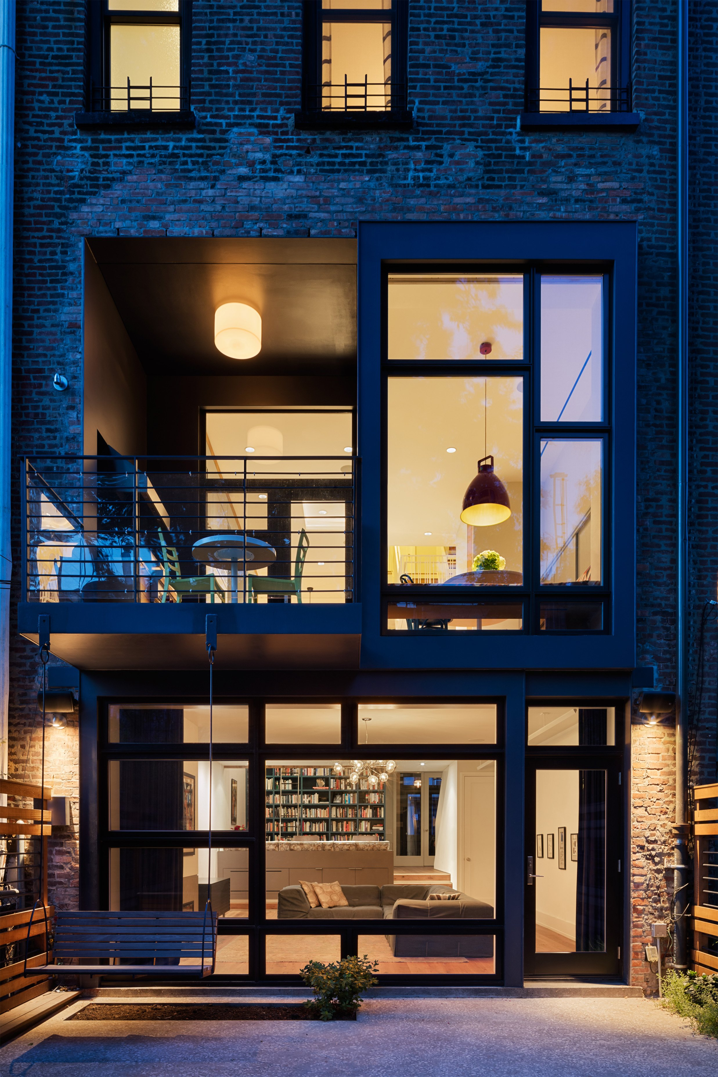 edtop rchitect's ast Village eno ombines Mid-entury Modern ... - ^