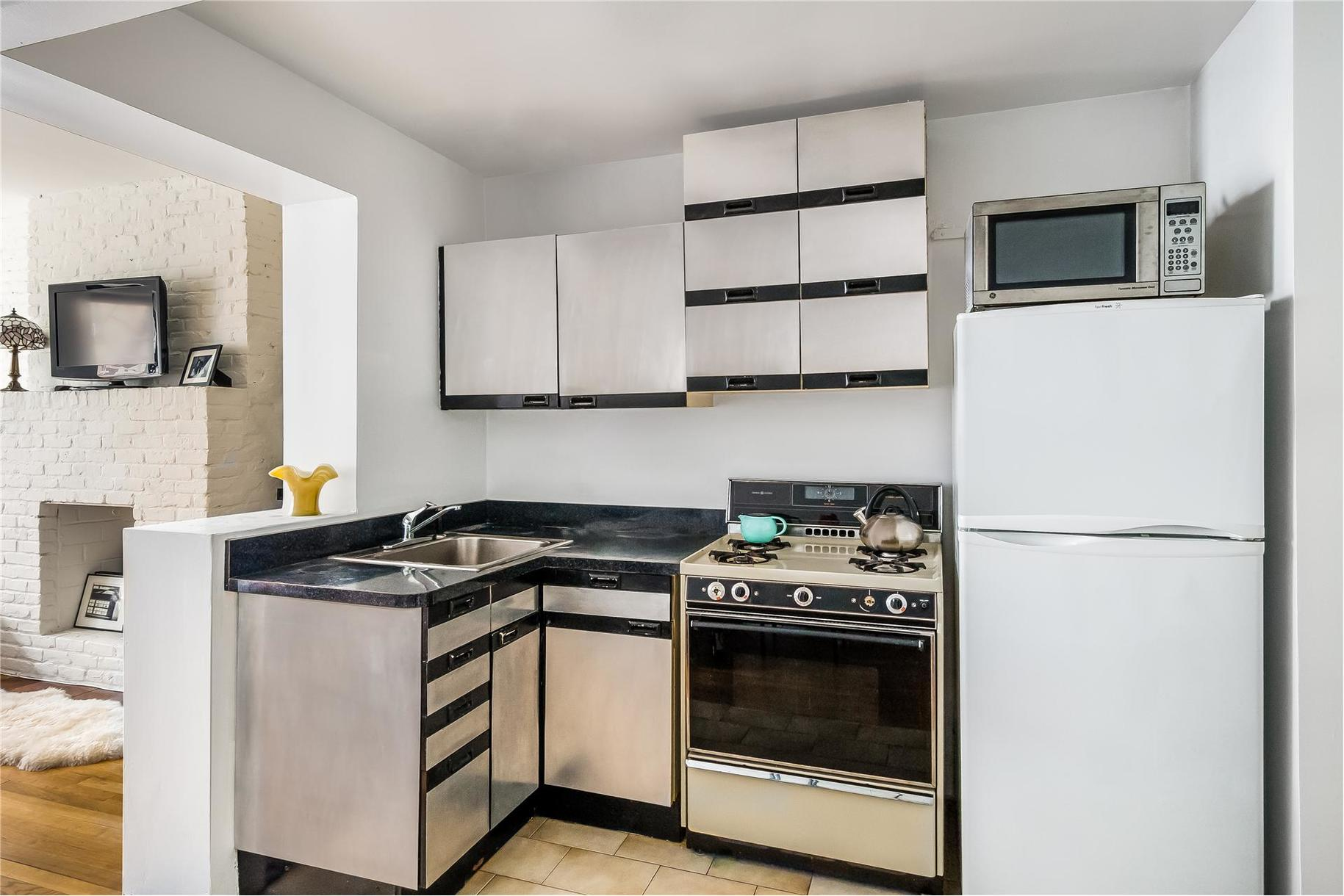 24 Cornelia Street, West Village, Cool Listing, Studio, West Village Studio for Sale, Co-op