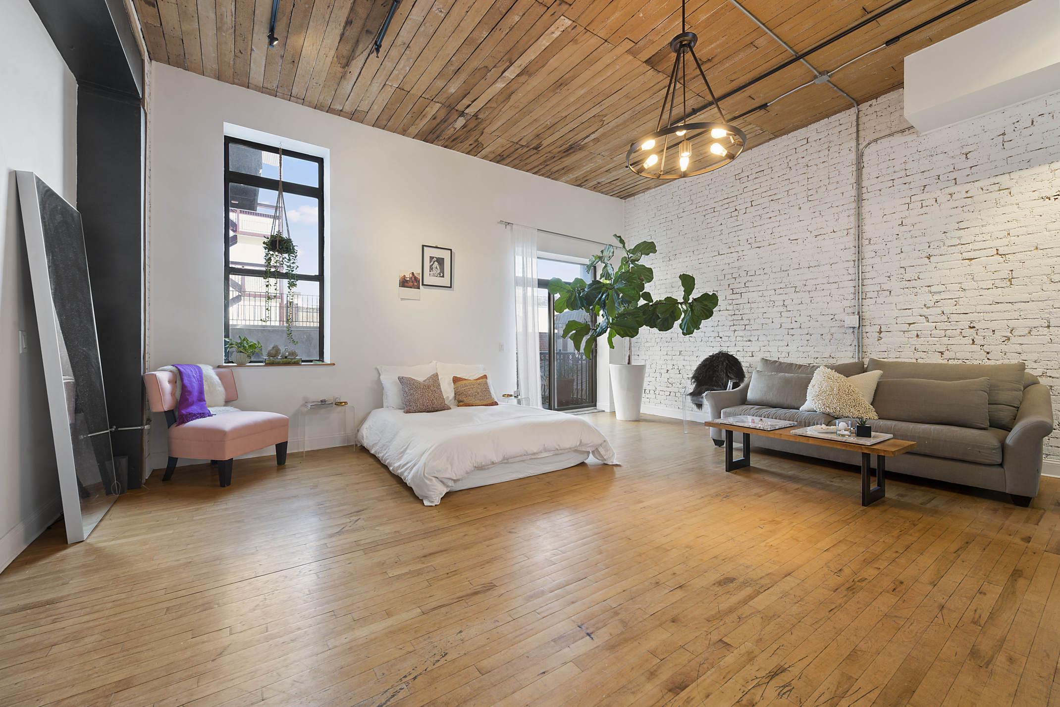 Merveilleux Massive Williamsburg Studio, Asking $3,750 A Month, Is Called A U0027Loft  Loveru0027s Dreamu0027