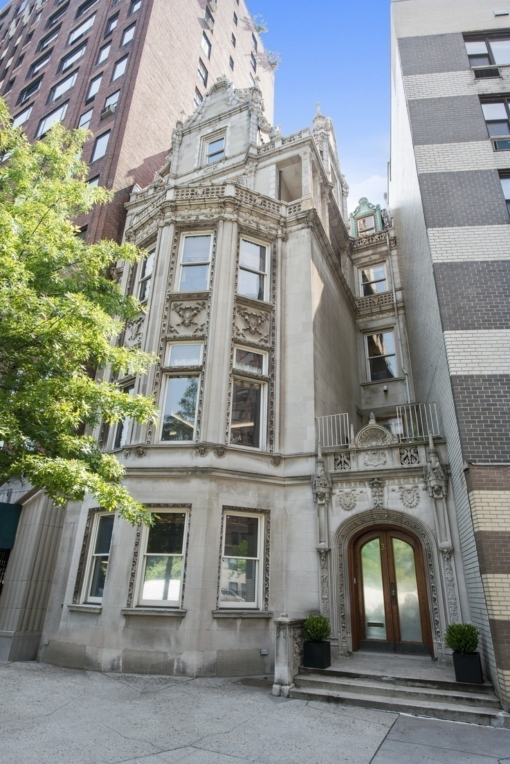 Gilded age riverside drive mansion with basement pool for Nyc mansions for sale