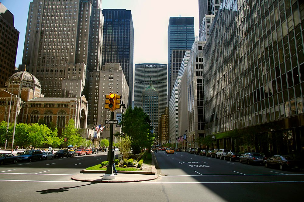 Great game changers how the metlife building redefined midtown view of metlife building from the south on park avenue malvernweather Images