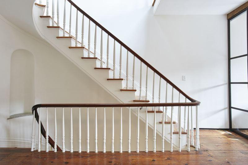 243 Dean Street, staircase