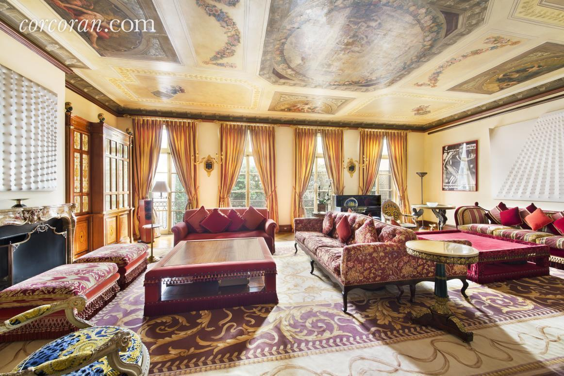 Rent the opulent upper east side mansion once home to for Arredamento versace