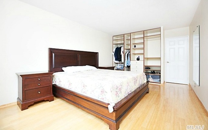 118-18 Union Turnpike, Zoe Saldana, NYC celebrity real estate, Kew Gardens real estate