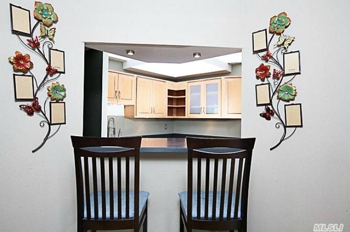 118 18 Union Turnpike, Zoe Saldana, NYC Celebrity Real Estate, Kew Gardens
