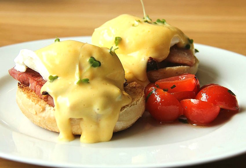 How an 1894 Hangover Created an Eggs Benedict Controversy in New York City