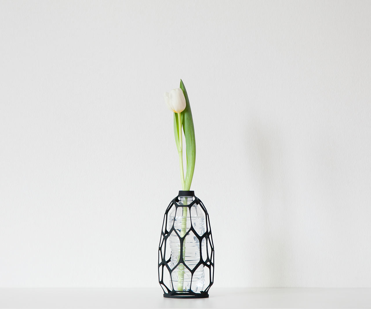 3d printed vase exteriors give new life to used plastic bottles libero rutilo 3d printed vases pet bottles reviewsmspy