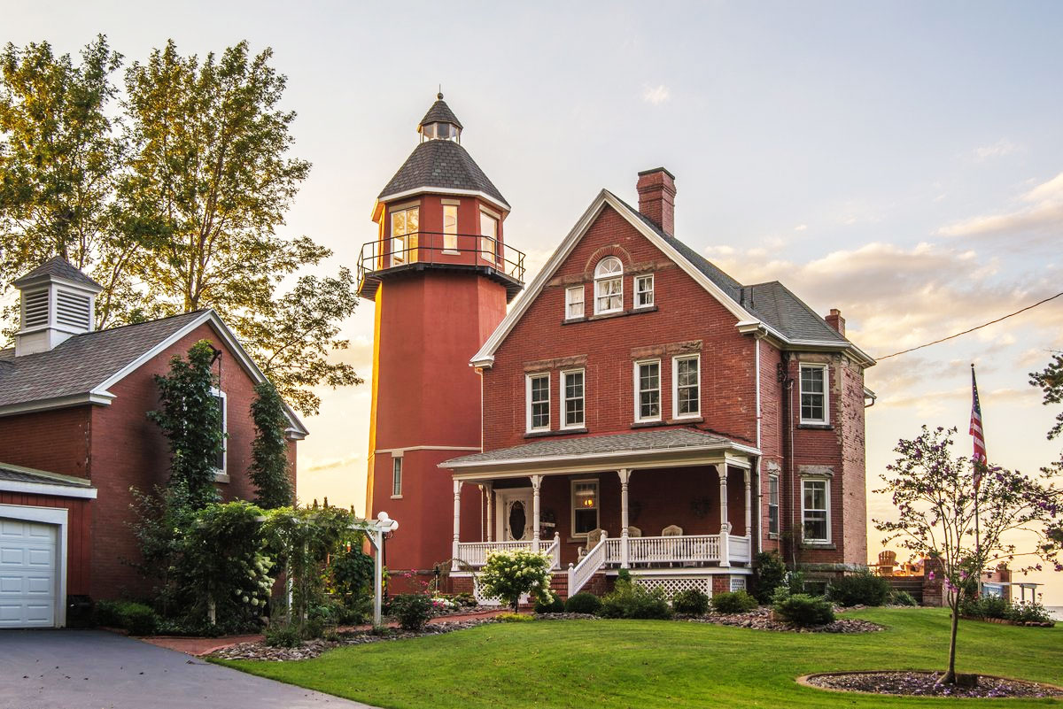 For 1 5 Million Live In A Red Victorian Lighthouse Right