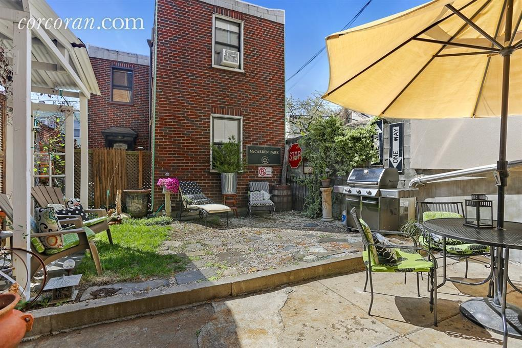 164 Ainslie Street, exterior, townhouse, williamsburg