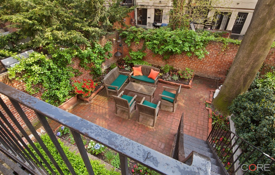 236 East 19th Street  Deck Yard