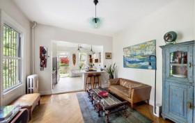 123 cambridge place, living room, townhouse rental