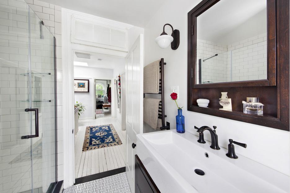 123 cambridge place, clinton hill, frame house, bathroom