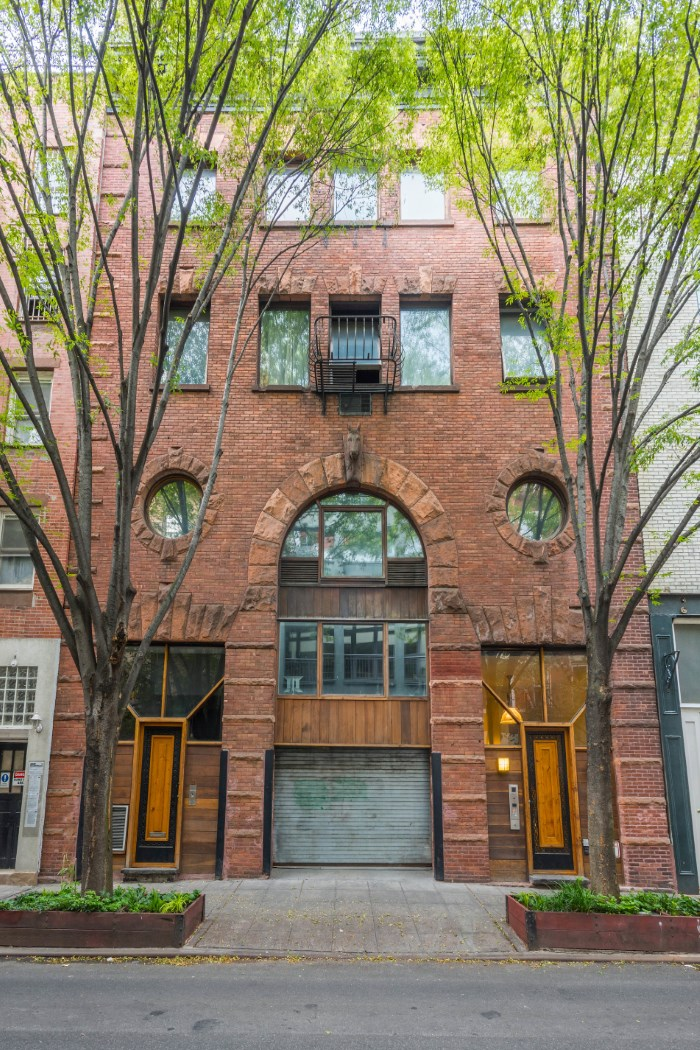 49 Downing Street, horse stable, greenwich village, facade