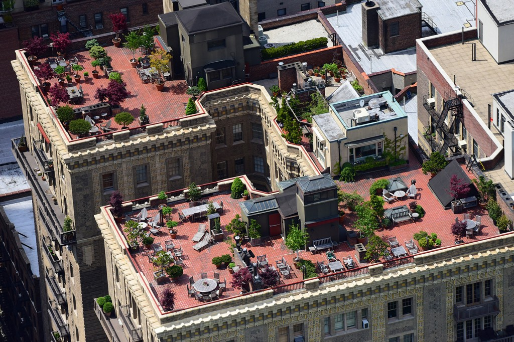 Aerial Photographer Peter Massini Captures NYCs Hidden Rooftop - Rooftop patios