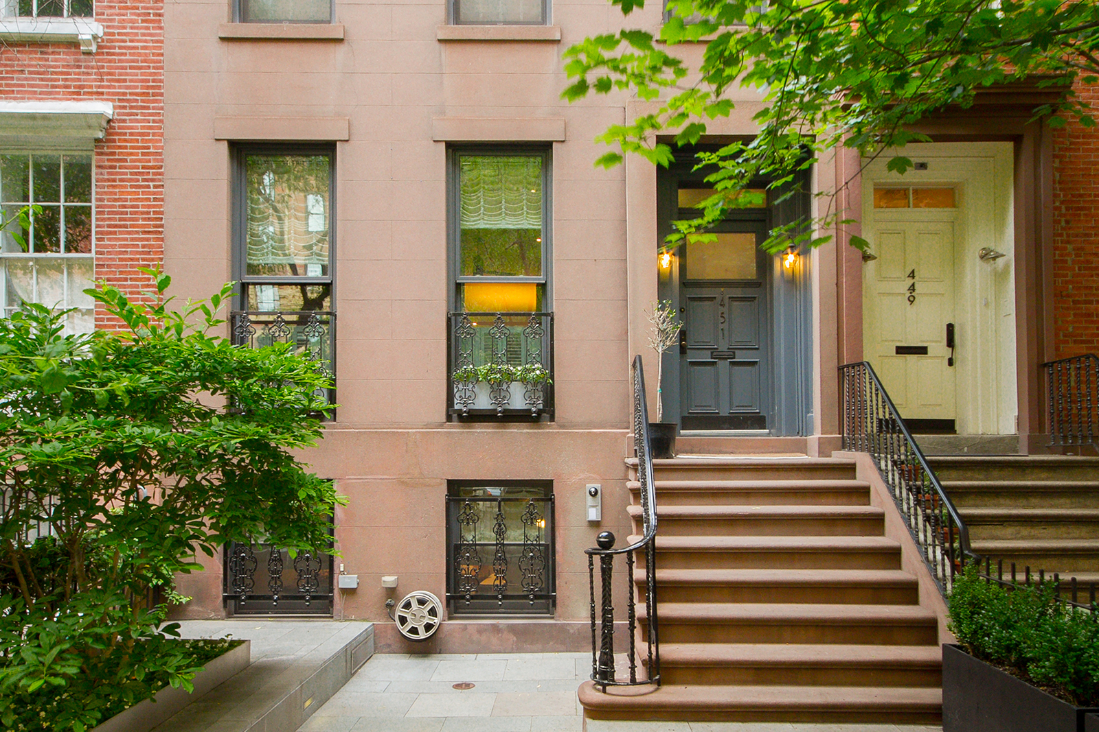 Fashion designer s chelsea townhouse renovated by winka for Townhouses for sale in manhattan ny