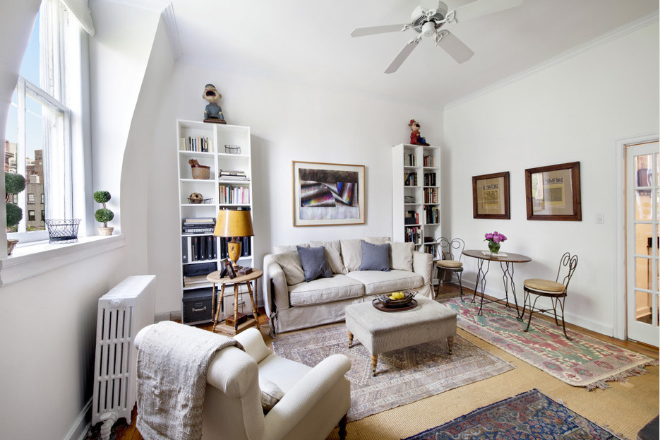 226 West 11th Street, co-op, west village, living room
