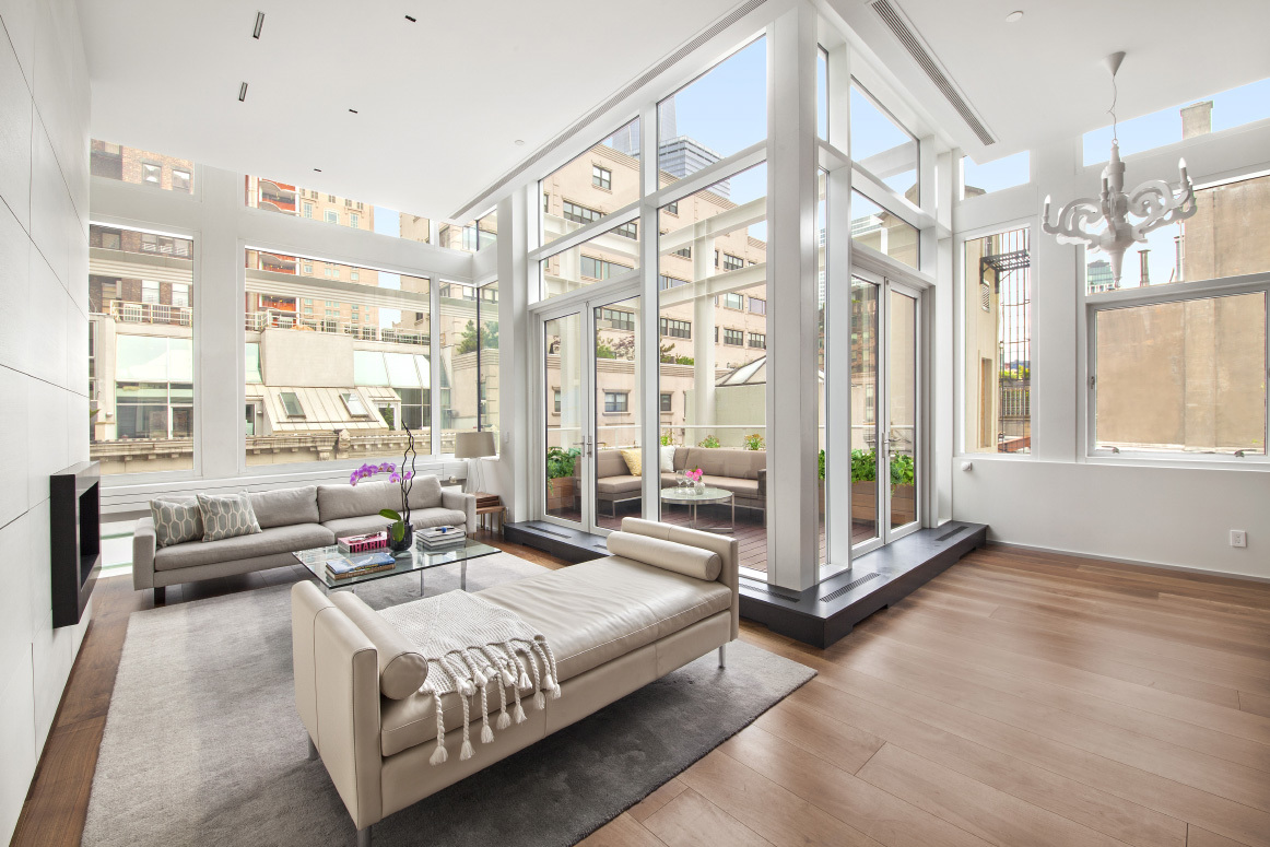 Tribeca Triplex Penthouse With Rooftop Hot Tub Swaps Astroturf for ...