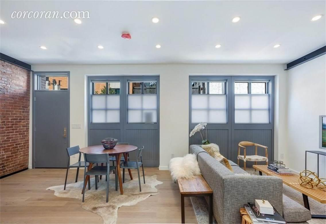This carroll gardens carriage house has three for Living room brooklyn 86 st
