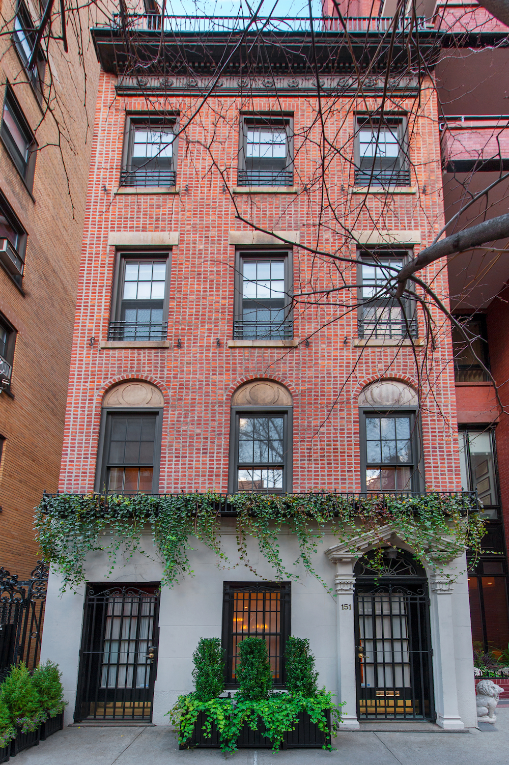 The upper east side townhouse where henry fonda married a for Townhomes for sale in nyc