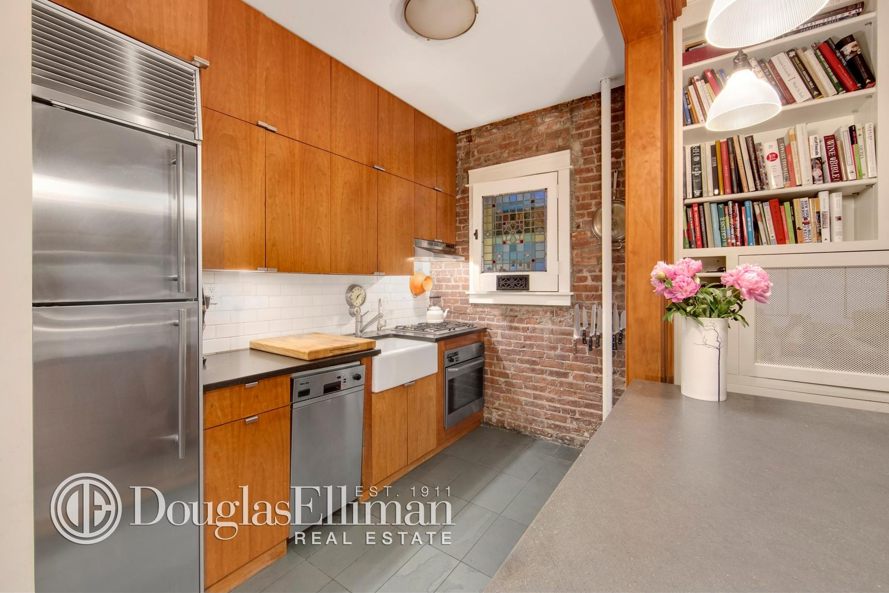 21 East 11th Street, Holly Hunter, Greenwich Village co-ops, Dan Weatherill Barber