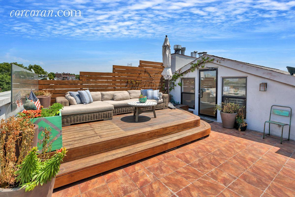 Location And A Roof Deck With A View Elevate This 1 5m