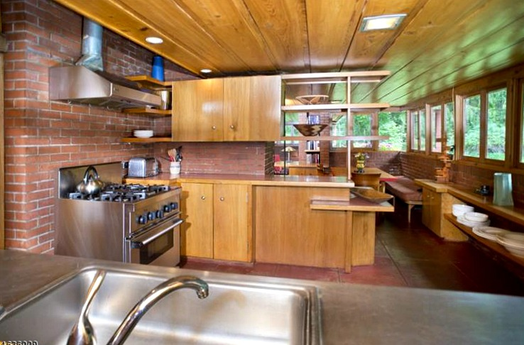 New jersey 39 s oldest and largest frank lloyd wright house for Frank lloyd wright kitchen ideas