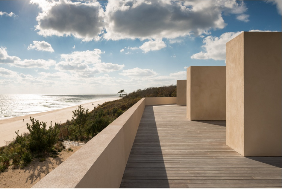 This Montauk Beach House, Reminiscent of the Salk Institute, Blends Naturally With the Shore