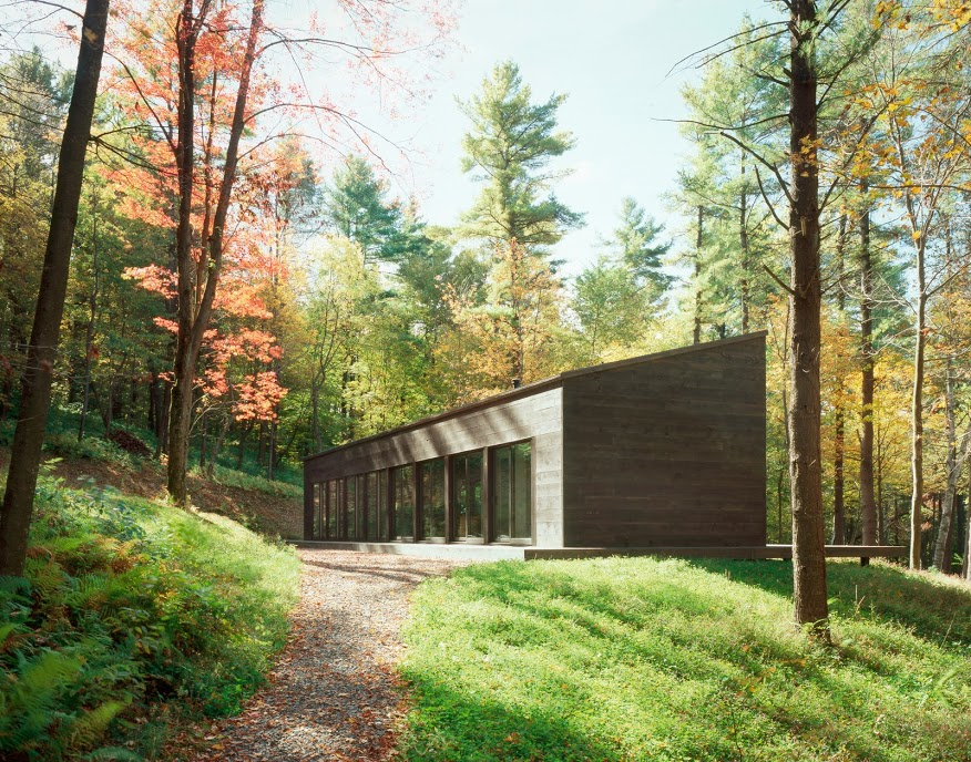 Vacation at a glass cabin in the woods of upstate new york for Modern house upstate ny