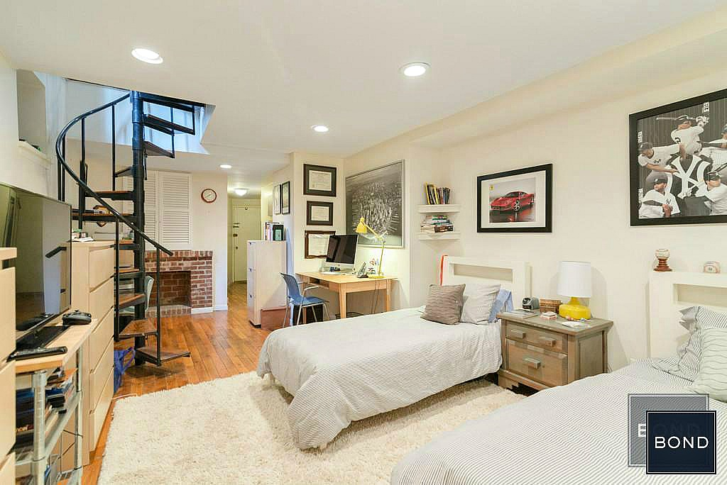 Live The Upper West Side Dream In A Brownstone Apartment Off Central Park For 4 800 Month 6sqft