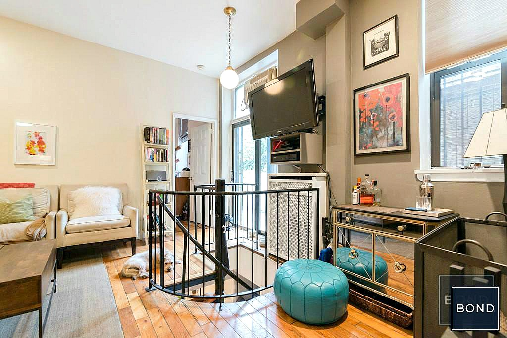 Live the upper west side dream in a brownstone apartment for Apartments upper west side