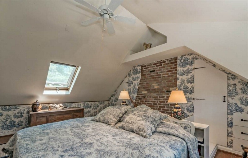 2 Moffat Road, upstate, schoolhouse, bedroom