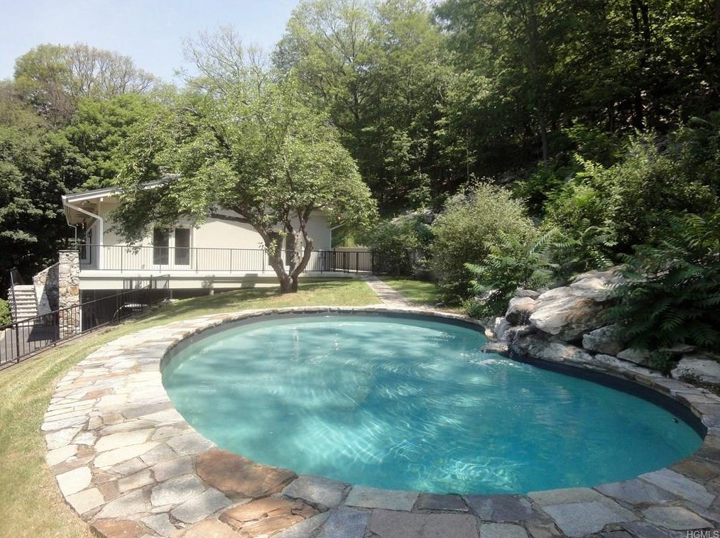 1524 Route 9D exterior pool