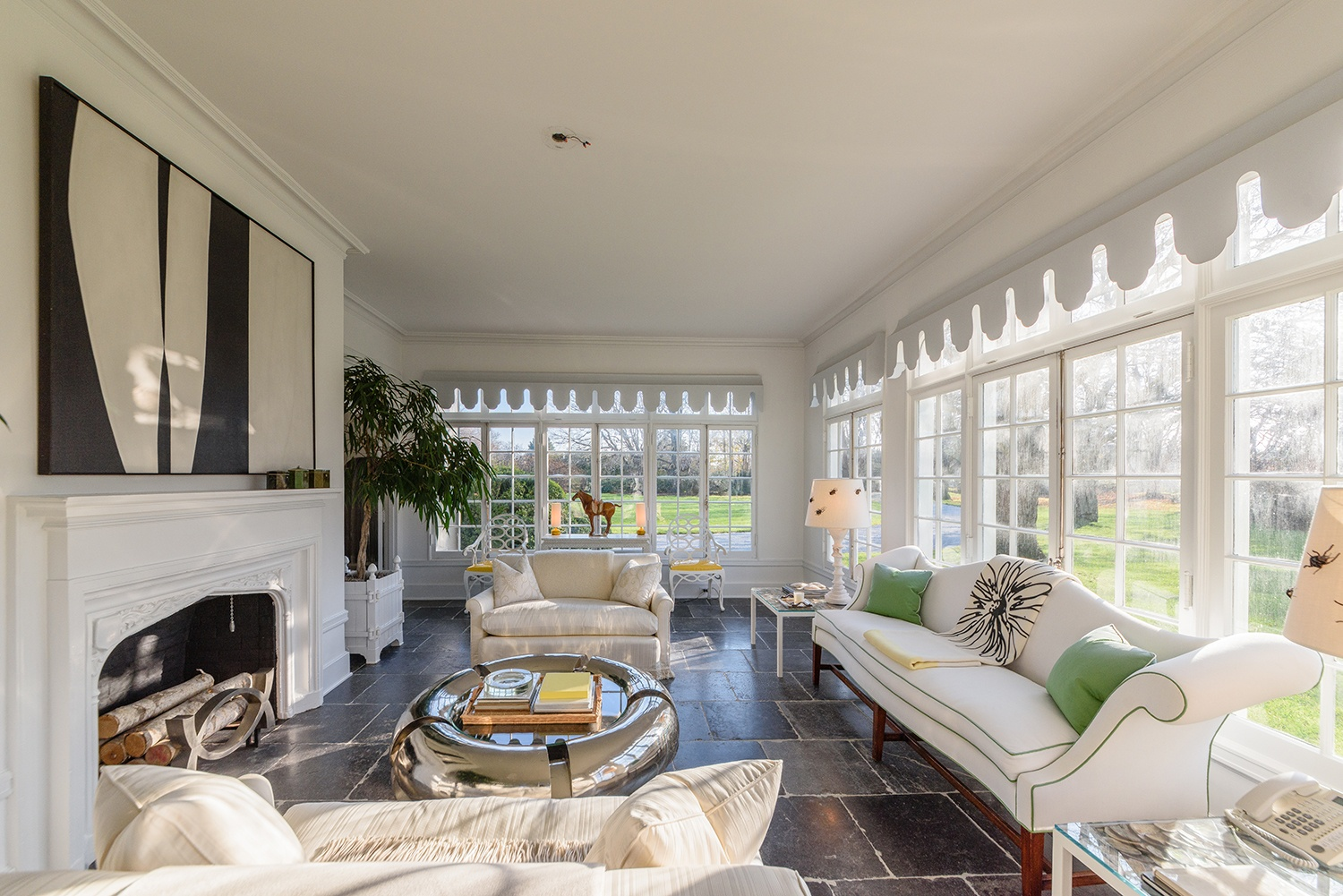 Jacqueline-Kennedy-Onassis-summer-estate-121-Further-Lane-living