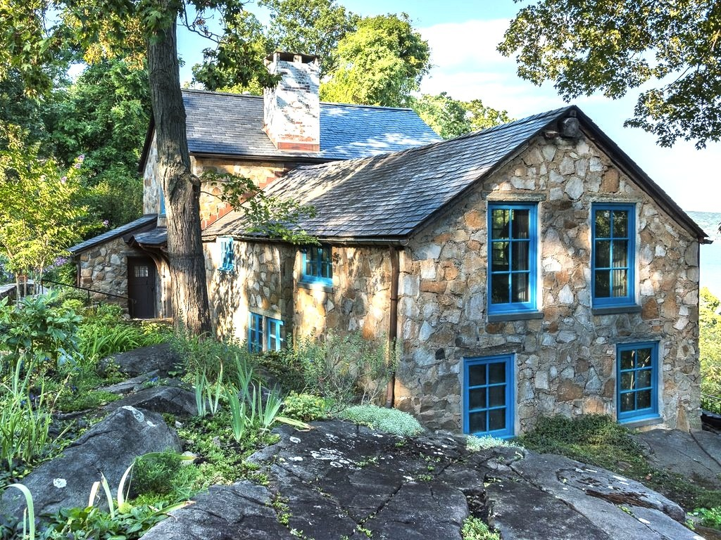 1920s stone house built on the cliffs of the palisades is for Stone built homes