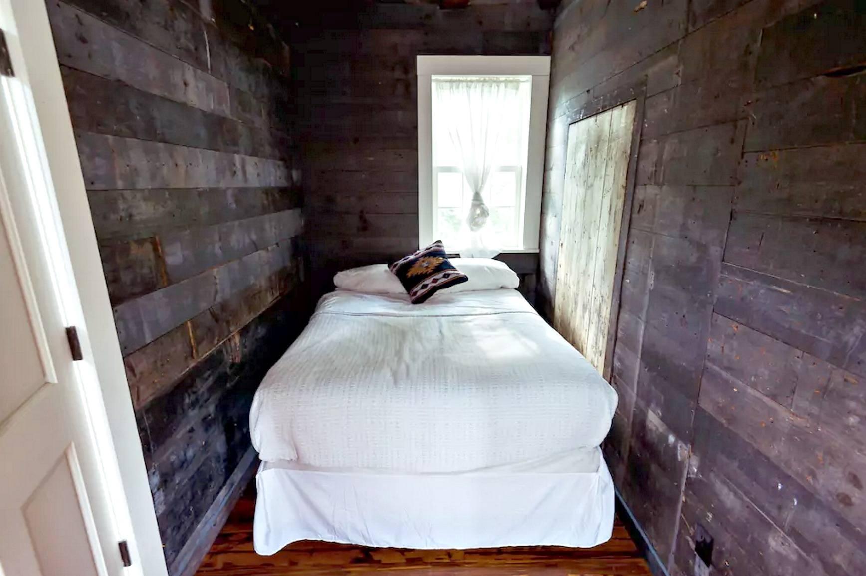 catskills-schoolhouse-airbnb-15