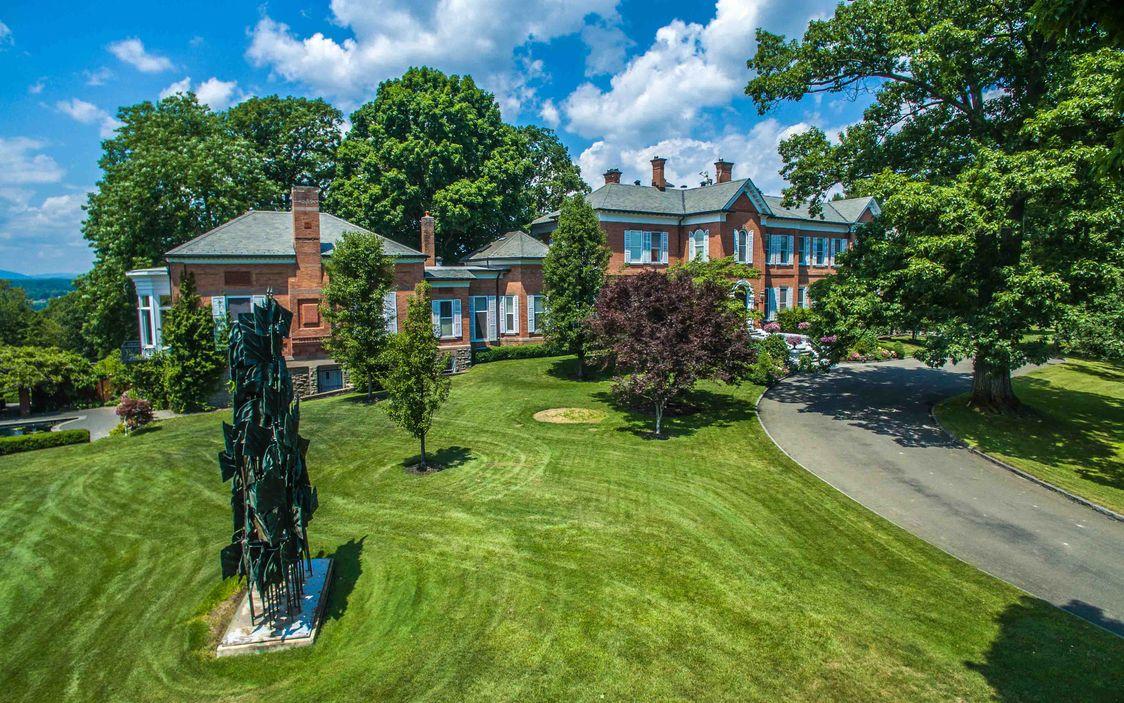 289 acre hudson valley estate built for the roosevelts and for Tiny house for sale hudson valley