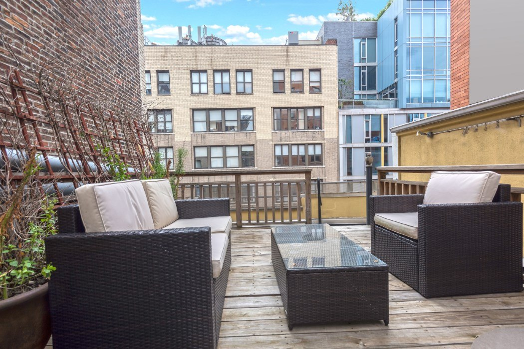Five Story Chelsea Townhouse With 22 Foot Ceilings Renting