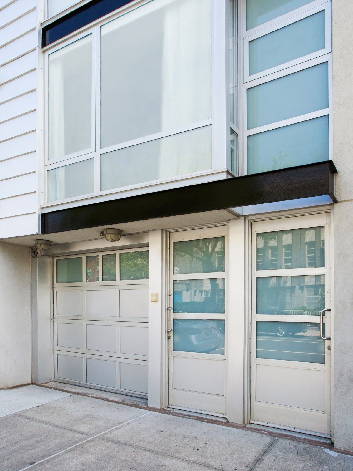 257 Berry Street, Williamsburg, townhouse, modern townhouse, art studio, garage, curb cut, cool listing, brooklyn townhouse for sale