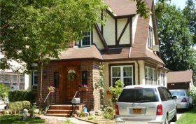 85-15 wareham place, donald trump, fred trump, trump childhood home, historic homes, jamaica estates, auctions, Queens