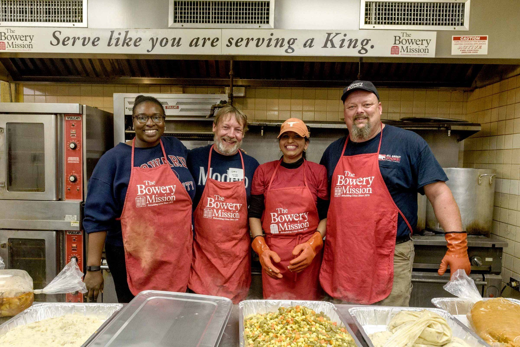 where to volunteer in nyc: food banks, shelters, soup kitchens