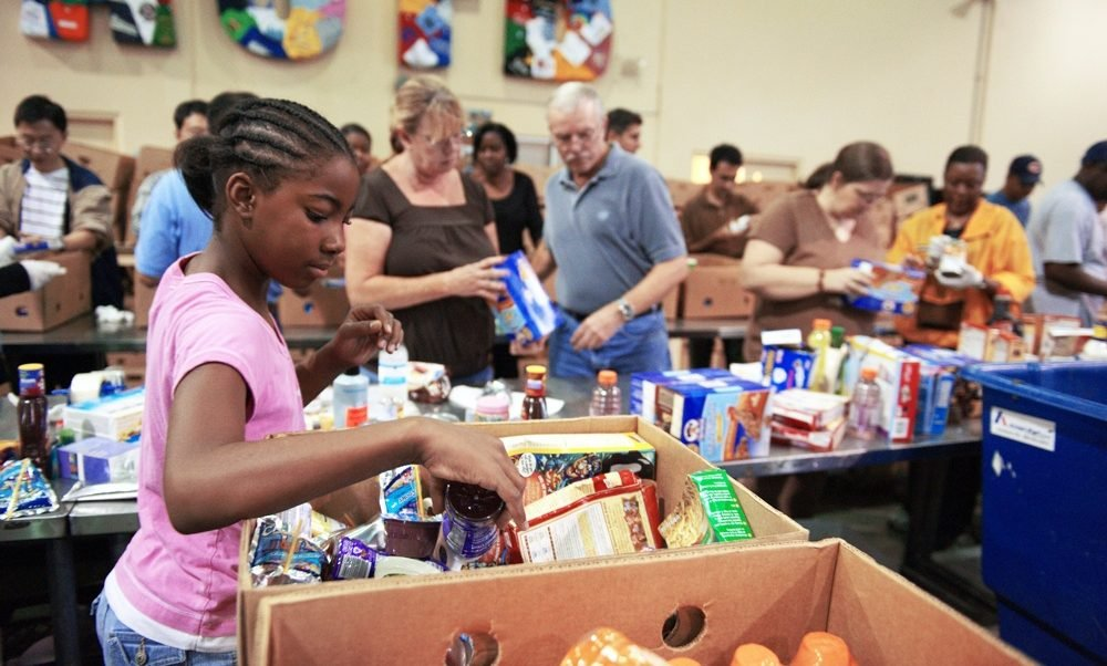 Awesome Where To Volunteer In NYC: Food Banks, Shelters, Soup Kitchens, And More Images