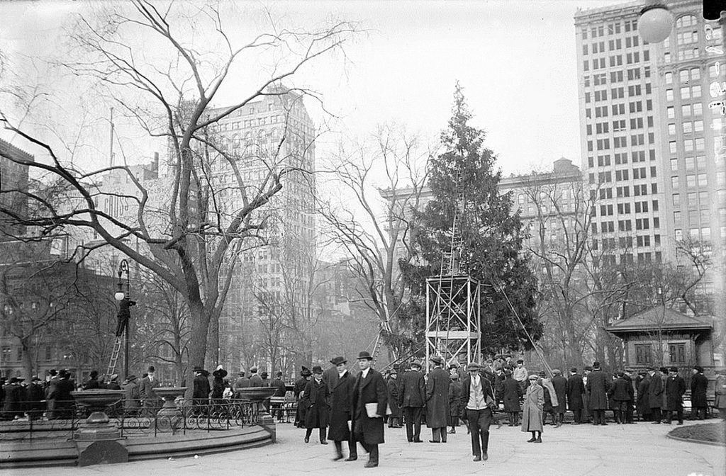 104 Years Ago, The Nation's First Public Christmas Tree