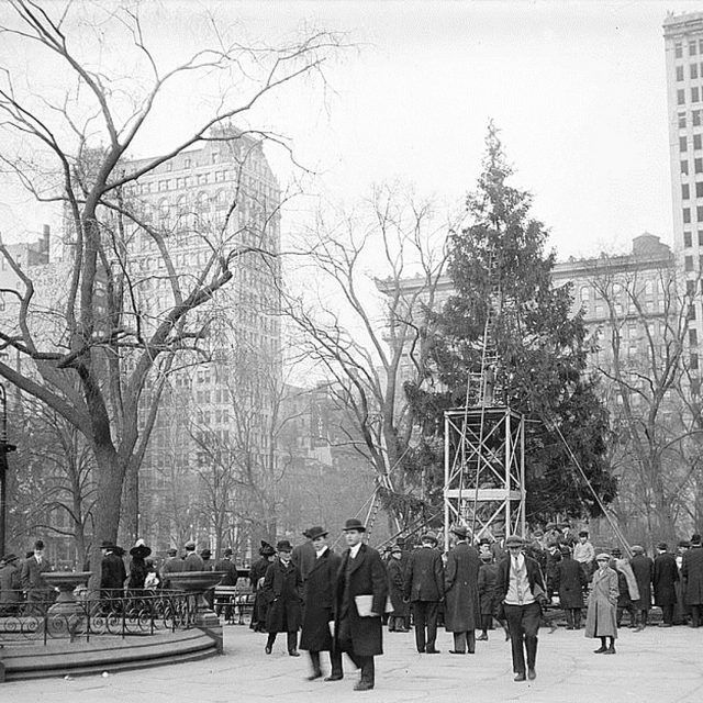 GIVEWAY: Join a 6sqft editor for a special 'Christmas History in Gramercy' tour